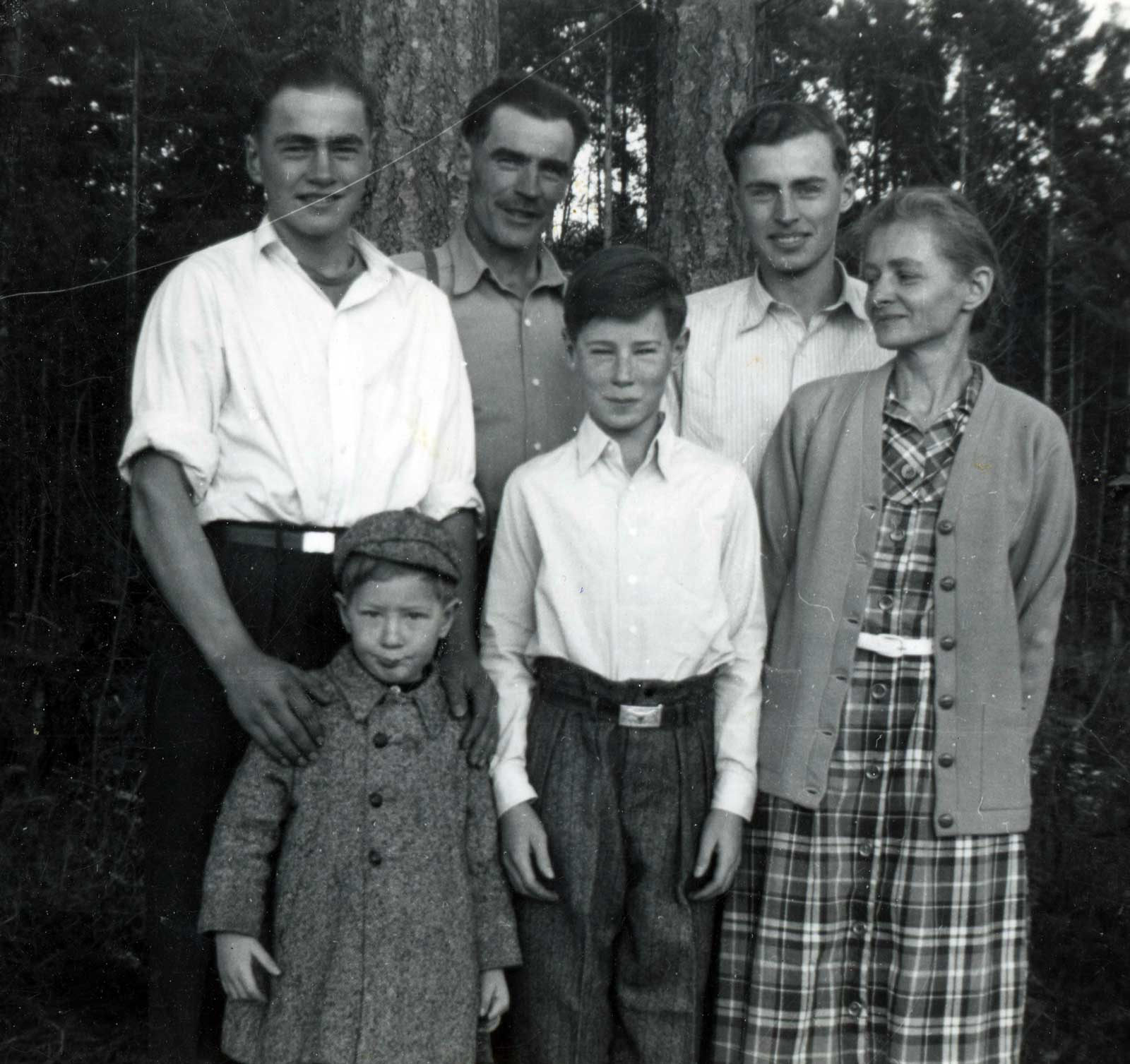 A photo of the Read Family including; Clive, Bernie, Arthur, David, Walter and Ilsa, 1950.